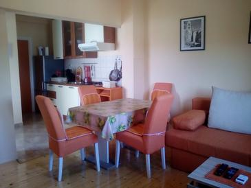 Pirovac, Dining room in the apartment, air condition available, (pet friendly) and WiFi.
