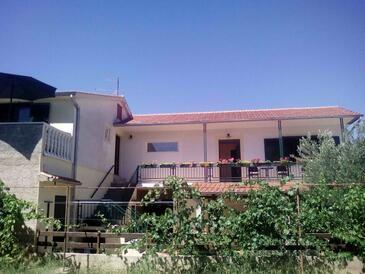 Pirovac, Šibenik, Property 11746 - Apartments with pebble beach.