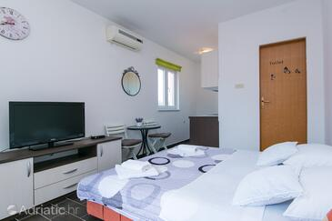 Podaca, Spalnica v nastanitvi vrste studio-apartment, dostopna klima in WiFi.