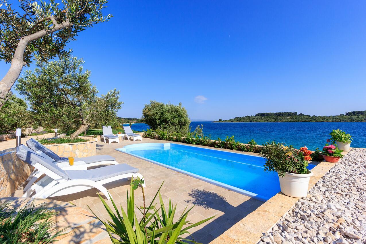Chorvatsko domy s bazénem
