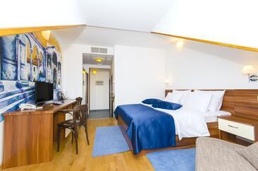 Split, Bedroom in the room, dostupna klima i WIFI.