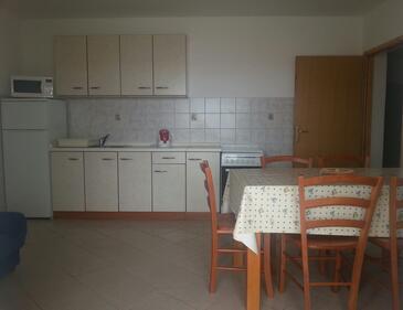Kustići, Dining room in the apartment, dostupna klima, dopusteni kucni ljubimci i WIFI.