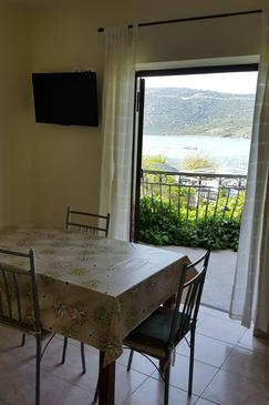 Poljica, Dining room in the apartment, dostupna klima i WIFI.