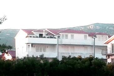 Kaštel Štafilić, Kaštela, Property 11771 - Apartments with pebble beach.