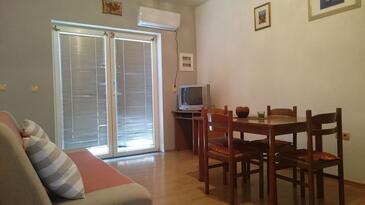 Trogir, Jedáleň v ubytovacej jednotke apartment, dostupna klima i WIFI.