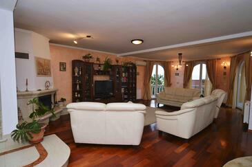 Oprič, Living room 1 in the house, dostupna klima, dopusteni kucni ljubimci i WIFI.