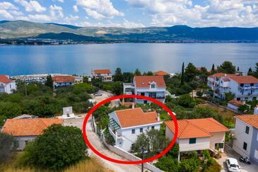 Arbanija, Čiovo, Property 11789 - Apartments near sea with pebble beach.