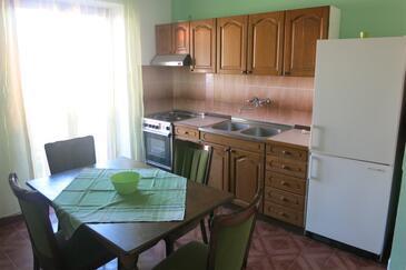 Postira, Dining room in the apartment, dopusteni kucni ljubimci i WIFI.