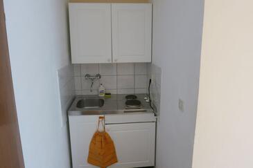 Postira, Kitchen in the studio-apartment, dopusteni kucni ljubimci i WIFI.