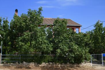 Karin Gornji, Novigrad, Property 11806 - Apartments near sea with pebble beach.
