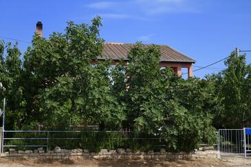 Karin Gornji, Novigrad, Объект 11806 - Апартаменты вблизи моря с галечным пляжем.