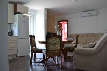 Vranjic, Living room in the apartment, dostupna klima i WIFI.