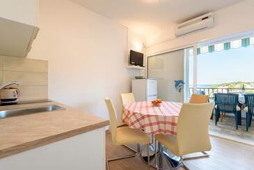 Basina, Jedáleň v ubytovacej jednotke apartment, klimatizácia k dispozícii, domáci miláčikovia povolení a WiFi.