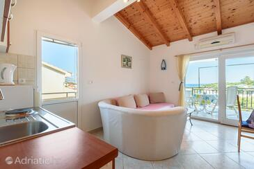 Basina, Living room in the studio-apartment, air condition available and WiFi.