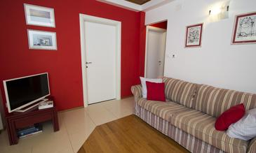 Brela, Sala de estar in the apartment, air condition available y WiFi.