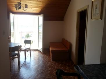 Pirovac, Living room in the apartment, dostupna klima i WIFI.