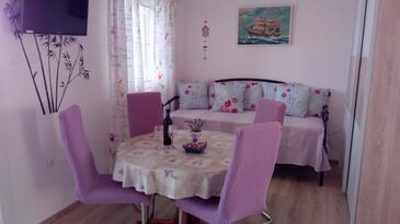 Drvenik Veliki, Jídelna v ubytování typu apartment, s klimatizací a WiFi.