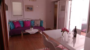 Drvenik Veliki, Obývací pokoj v ubytování typu apartment, s klimatizací a WiFi.