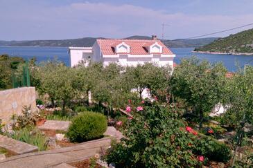 Drvenik Veliki, Drvenik, Property 11832 - Apartments by the sea.