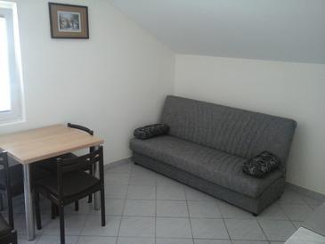 Vir, Jídelna v ubytování typu apartment, s klimatizací.