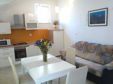 Sreser, Dining room in the apartment, dostupna klima, dopusteni kucni ljubimci i WIFI.
