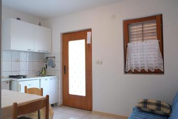Rukavac, Dining room in the apartment, dostupna klima i WIFI.