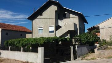 Vinišće, Trogir, Property 11856 - Apartments near sea with pebble beach.