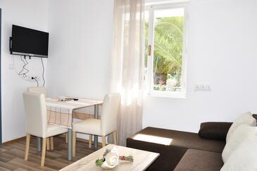Vrboska, Dining room in the apartment, dostupna klima, dopusteni kucni ljubimci i WIFI.