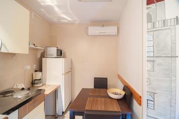 Senj, Kitchen in the studio-apartment, dostupna klima, dopusteni kucni ljubimci i WIFI.