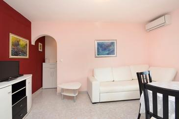 Zavalatica, Living room in the apartment, dostupna klima i WIFI.