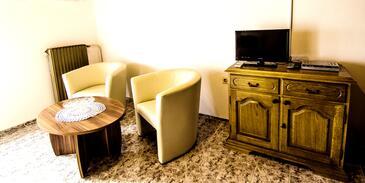Zambratija, Obývacia izba v ubytovacej jednotke apartment, WIFI.