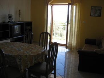 Kosi, Obývací pokoj v ubytování typu apartment, s klimatizací, domácí mazlíčci povoleni a WiFi.