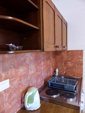 Podgora, Kitchen in the studio-apartment, WiFi.