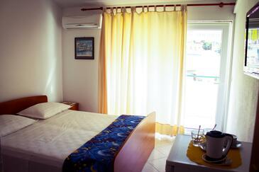 Podgora, Spalnica v nastanitvi vrste room, dostopna klima in WiFi.
