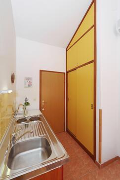 Božava, Kuchyně v ubytování typu studio-apartment, domácí mazlíčci povoleni a WiFi.