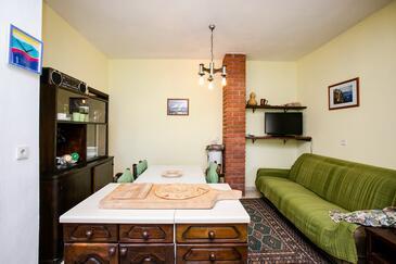 Bobovišća na Moru, Obývací pokoj v ubytování typu apartment, domácí mazlíčci povoleni a WiFi.