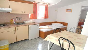 Baška Voda, Jedáleň v ubytovacej jednotke apartment, WIFI.