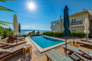 Family friendly apartments with a swimming pool Lokva Rogoznica, Omiš - 11931