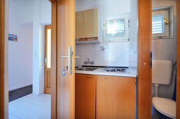 Orebić, Kitchen in the apartment, (pet friendly) and WiFi.