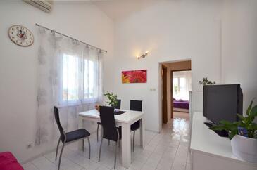 Orebić, Jedáleň v ubytovacej jednotke apartment, klimatizácia k dispozícii, domáci miláčikovia povolení a WiFi.
