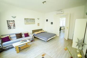 Zagreb, Living room in the apartment, dostupna klima i WIFI.