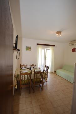 Vrbovica, Dining room in the apartment, air condition available, (pet friendly) and WiFi.