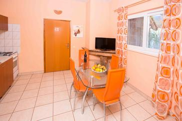 Žuljana, Dining room in the apartment, air condition available, (pet friendly) and WiFi.