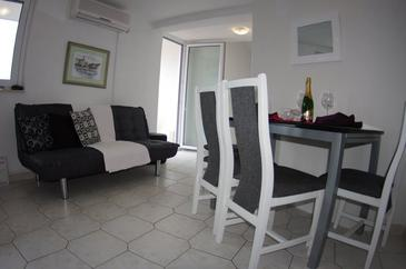 Makarska, Living room in the apartment, air condition available, (pet friendly) and WiFi.