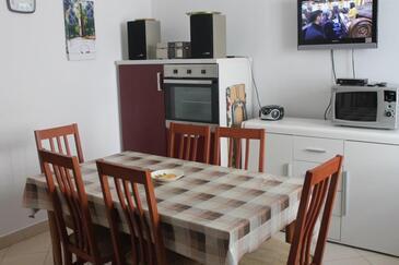 Preko, Jídelna v ubytování typu house, domácí mazlíčci povoleni a WiFi.