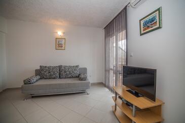 Okrug Gornji, Dnevni boravak u smještaju tipa apartment, dostupna klima i WiFi.