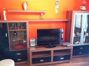 Zaton Mali, Sala de estar in the apartment, air condition available y WiFi.