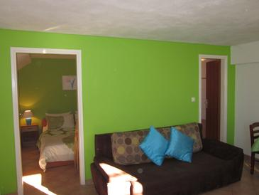 Seget Vranjica, Jedáleň v ubytovacej jednotke studio-apartment, dostupna klima i WIFI.