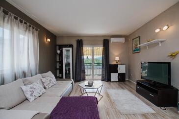 Trogir, Obývacia izba v ubytovacej jednotke house, dostupna klima i WIFI.