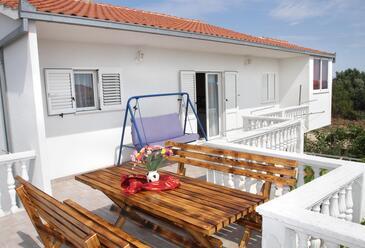 Okrug Gornji, Čiovo, Property 12168 - Apartments with pebble beach.